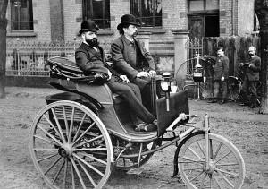 Карл Бенц за рулём Patent-Motorwagen
